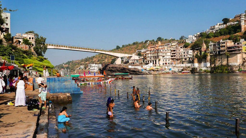 Omkarésvár a Narmada folyó partján